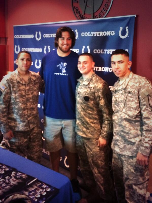 Thanks to the servicemen that stopped by #FanAppreciationDay to meet @AnthonyCastonzo! Thanks for all that you do! http://t.co/ewd8egaWtC