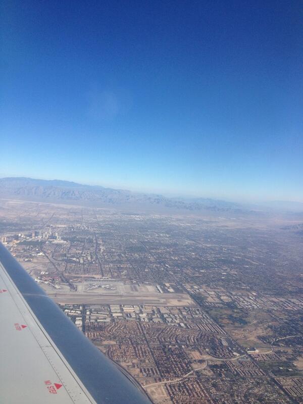 """Saludos desde Las Vegas, donde tenemos boxeo de """"Grandes Ligas"""" en semana de campeones de ESPN. #fb http://t.co/PxkapjP5aC"""