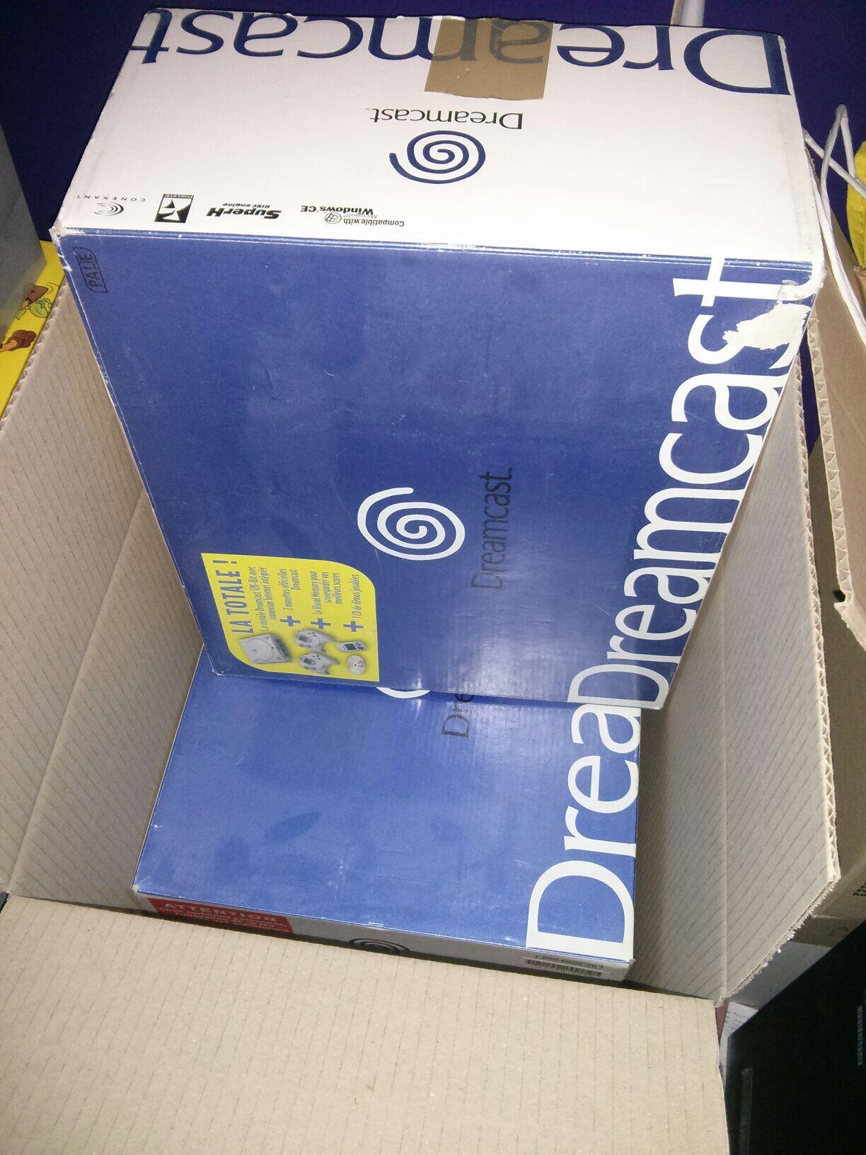 Two boxed DreamCast... cc @Mr_Kia http://t.co/uPzrGK8l1Q