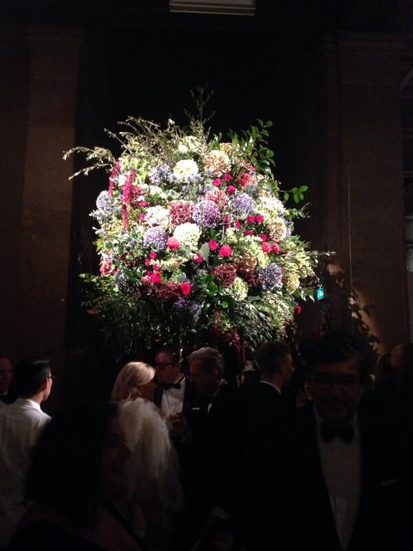 RT @TheSTStyle: Style have hopped on the sea train to Paris, darling. Ralph Lauren is throwing a bash. Incredible flowers. http://t.co/ll662nlIvh