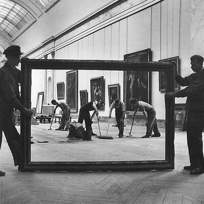 Workers at The Louvre, Paris. By Pierre Jahan. 1947. http://t.co/aKfVxmDSj3