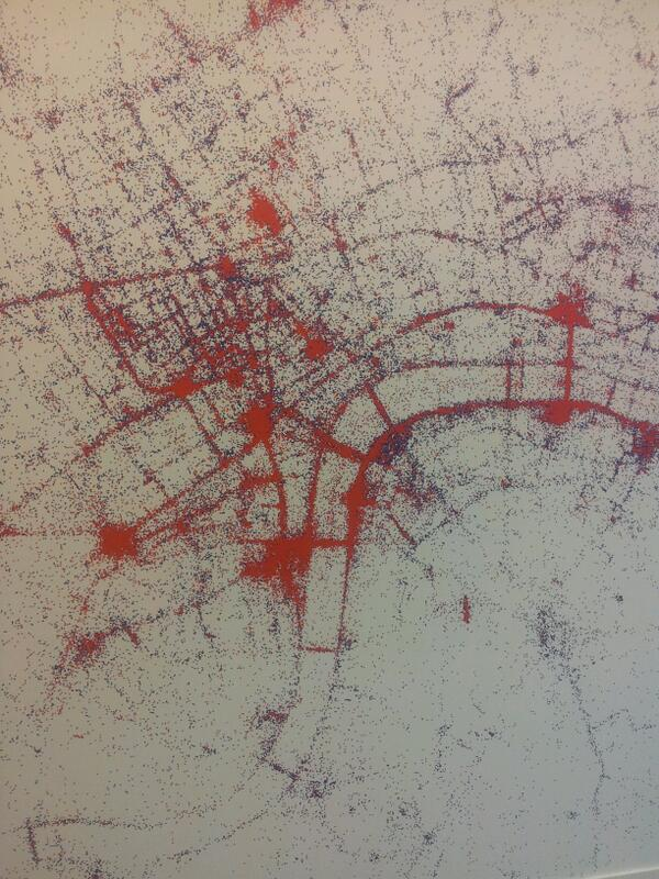 Katie Martin (@katie_martin_FX): Pretty cool. Red dots = places where tourists take photos in London. Blue dots = the locals. (Think data= per flickr) http://t.co/V1MefkUw2Y