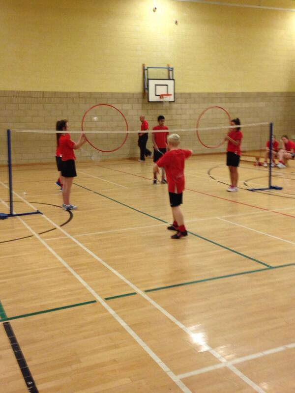 #ITRPETM  Now it's Badminton with @reecey999  Short/low serves using hoops at net - Encourage correct trajectory http://t.co/KqPMvluaOK