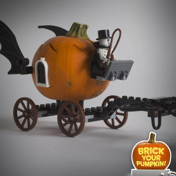 LEGO bricks + pumpkins = less messy (more awesome) Halloween decorations. #BrickYourPumpkin this year! http://t.co/I1ryRr6k9I