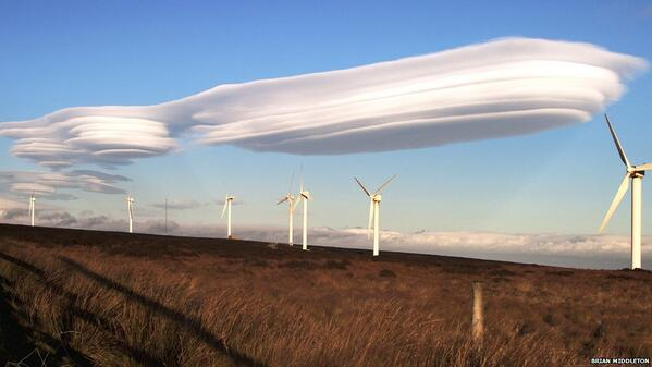 Rare Lenticular Clouds in West Yorkshire, England [2011] http://t.co/D2ckn0C8sd