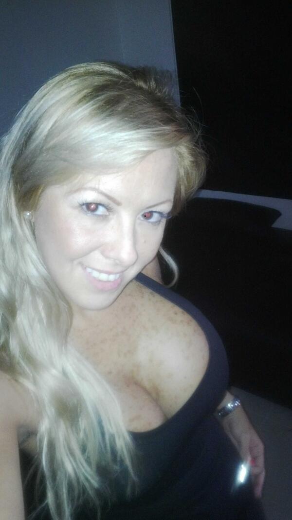 Deisy Cardenas (@deisy_cardenas1): Saliendo para el Gym... Feliz Tarde para tod@s http://t.co/9evZg2xVFp