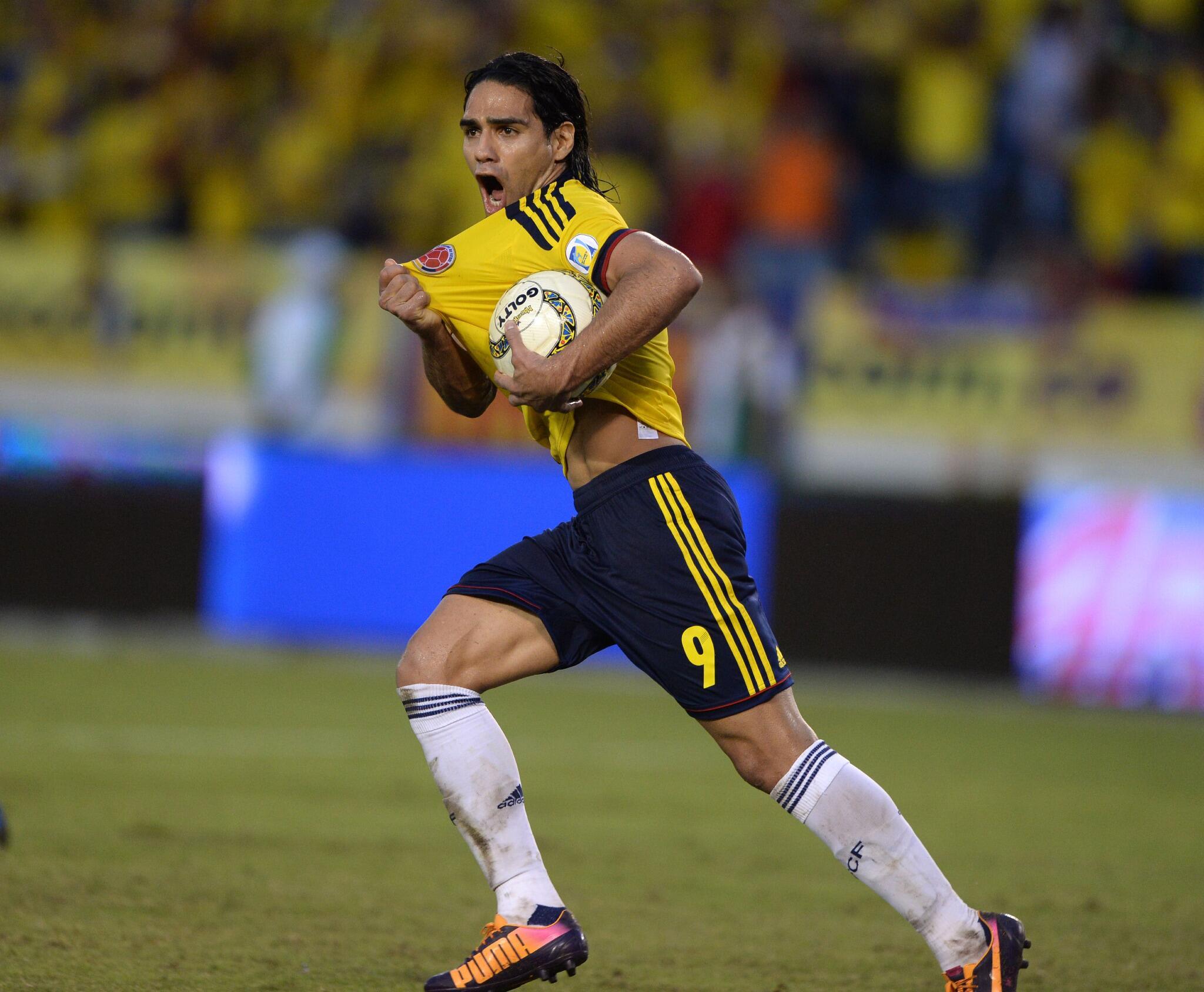 RT @fifaworldcup_pt: Acaba em Barranquilla. A Colômbia empata em 3 a 3 com o Chile e garante a vaga na #Copa2014! Festa para @FALCAO! http://t.co/xlw45Jx6Sc