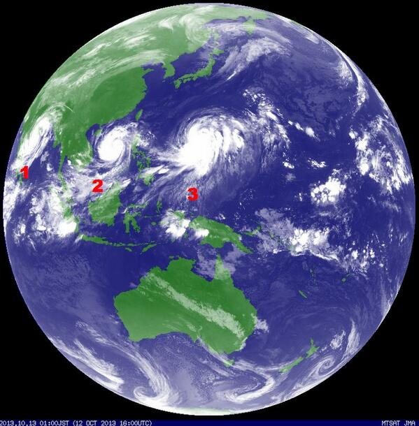 RT @chematierra: Planeta Tierra, Ciclones: (1) #PHAILIN sobre India (2) #NARI rumbo a Vietnam (3) #WIPHA amenaza Japón. Vía @sijoroma http://t.co/kLZBY7eZ8M
