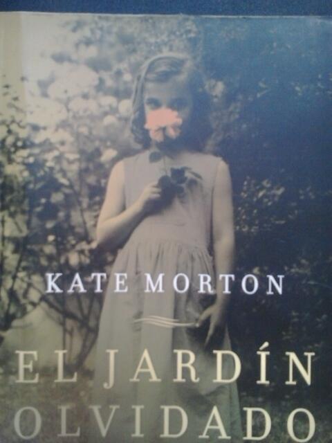 Leídos los tres libros de Kate Morton (sin contar el de este año):lectura amena y con interesantes saltos temporales. http://t.co/EC1LsHBGnX