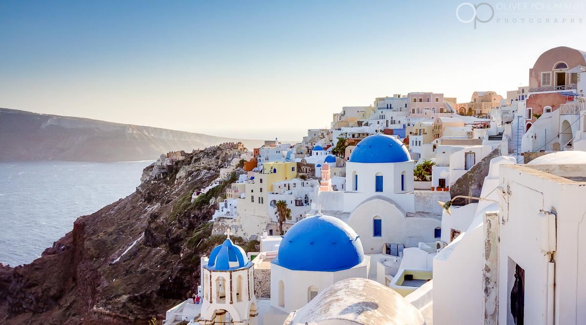 RT @OllyPohlmann The striking town of Oia on the Greek island of Santorini #lp #travel #photography - http://t.co/HTVdX5IzZW