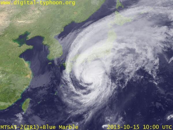 中国本土くらいの大きさがあるな・・ RT @ui_nyan 【画像あり】台風デカすぎワロタwwwwwwワロタ・・・・・・・ http://t.co/BPnlRo7nKE
