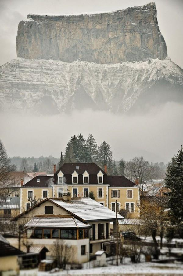 Mont Aiguille, France from Chichilianne http://t.co/2BJHsp36RR