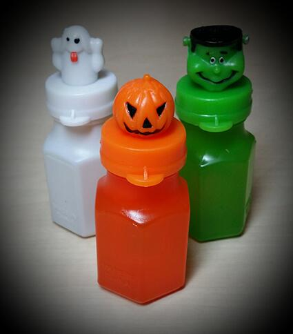 Win 24 spooky Halloween bubble pots! Follow & RT to enter! T&C's:http://t.co/9xJcpd0sDv Comp closes 2pm 18.10.2013 http://t.co/TiTStCuKtb