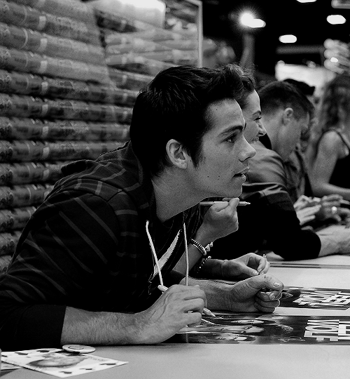 RT @dylansomuffin: who here likes dylan o' brien? http://t.co/KqOG4lOADR