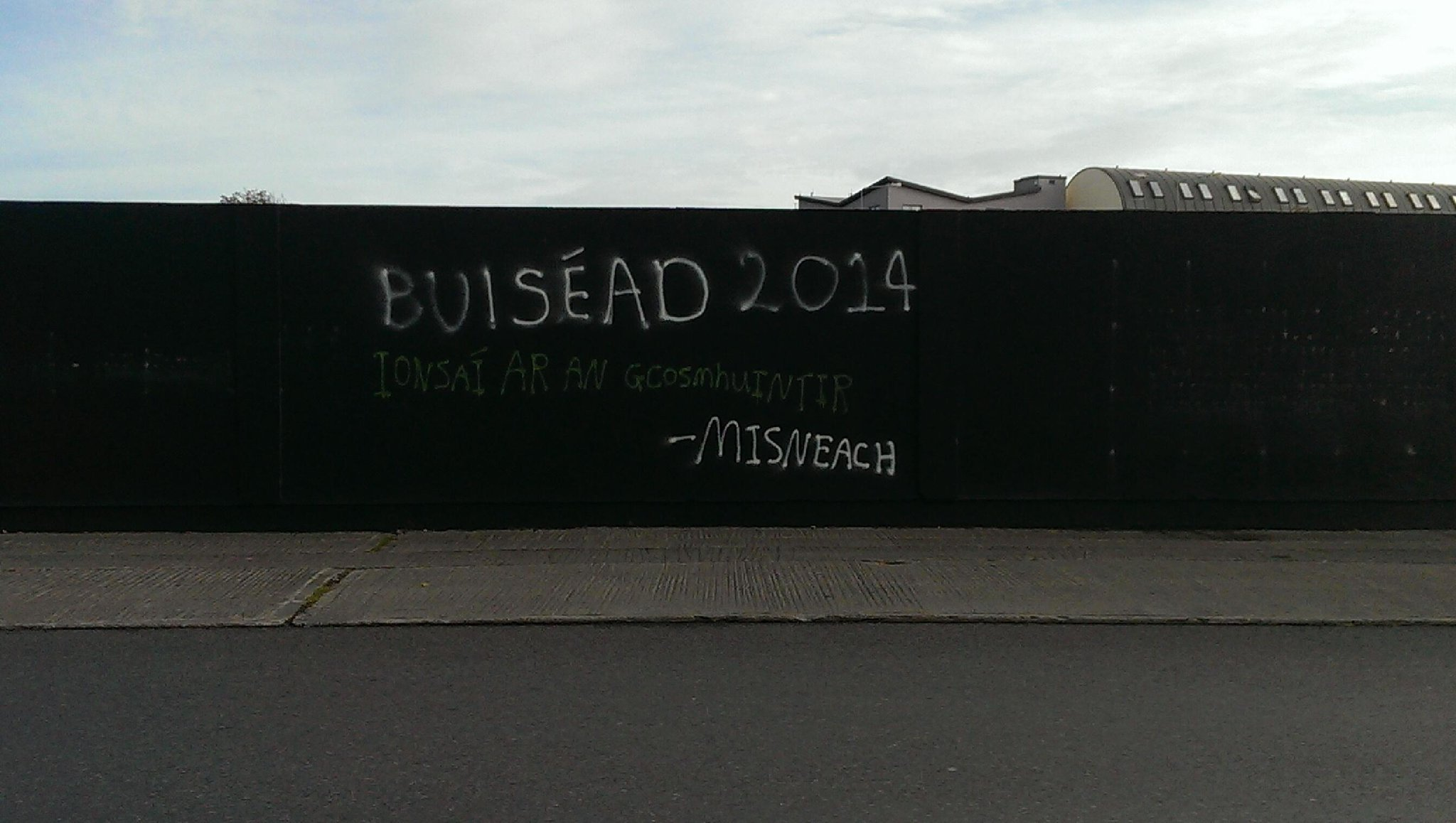 @broadsheet_ie 1 of several admonitions As Gaeilge that popped up around The Docks in Galway overnight. Misteach? http://t.co/7UQIsa74kn