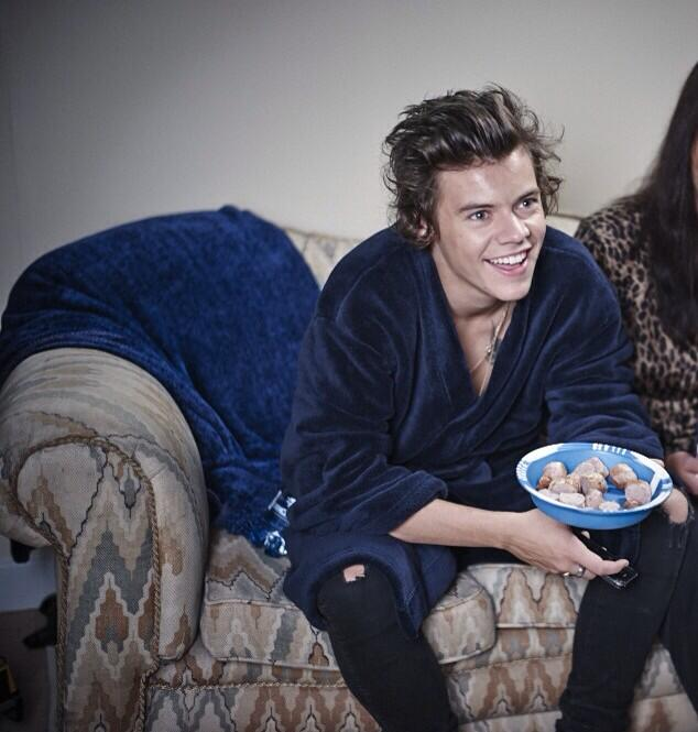 RT @Harry_Styles: Hiiiii, here's me in the new video. With a bowl of sausages http://t.co/57mIenSuex