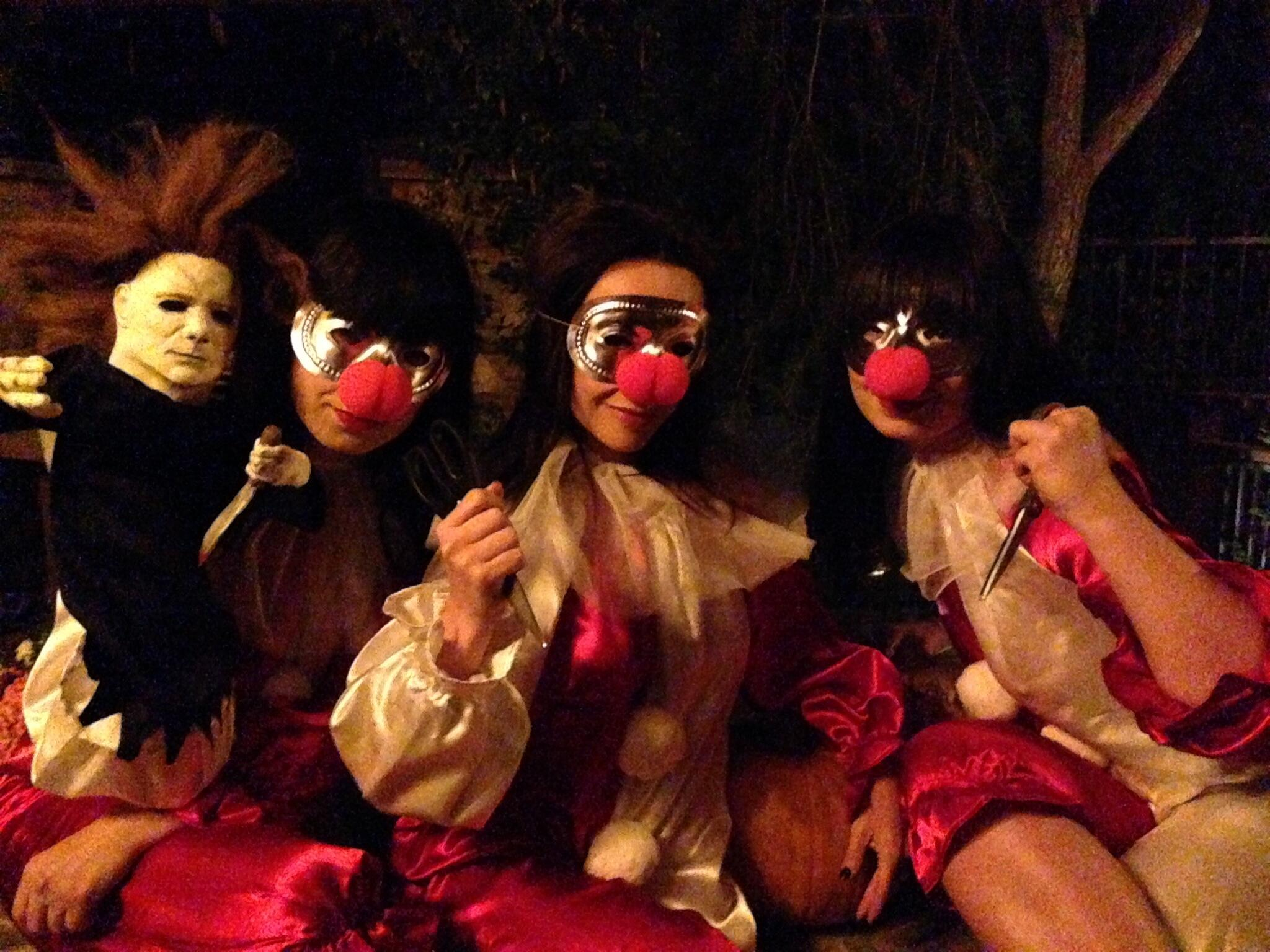 One more for the road bitches!!!! #halloween #triplets #screamqueens #theboogeyman http://t.co/PCtl98o0BY