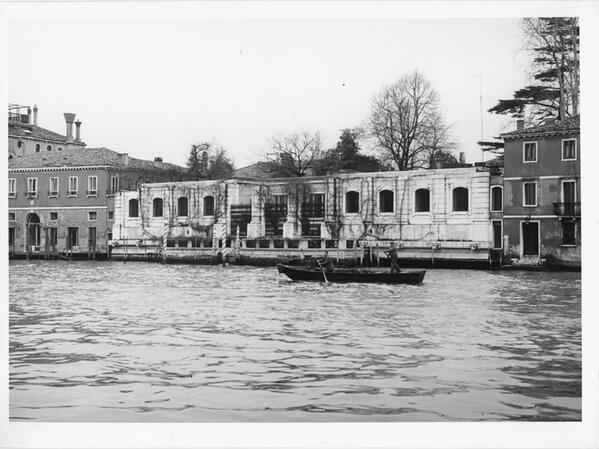 Palazzo Venier dei Leoni in the 60s. How it use to be... http://t.co/xV8thKRpqZ