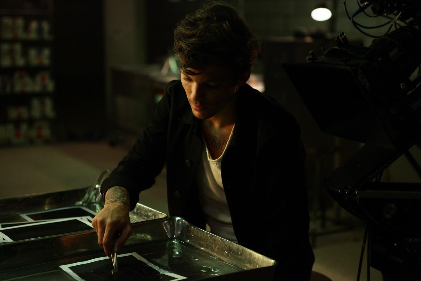RT @Louis_Tomlinson: Really excited about our new video  http://t.co/h2RmrhReqa http://t.co/Owko8hlrZD