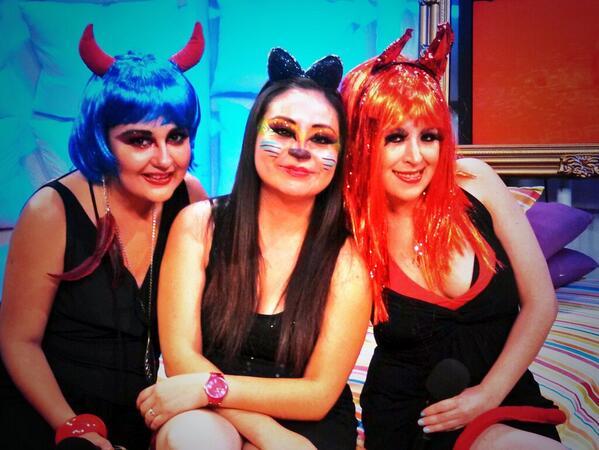 Irais Rasgado (@iraisrs): Noche de brujas @almohadazo @diana_ariastv @rulos81 @TapiaFernanda http://t.co/7nXrMO3XQ6