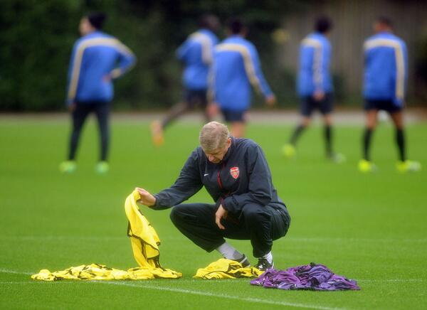He may be the Arsenal manager, but even Arsene Wenger has to do the job that no one wants in training #AFC http://t.co/0zRDmrWvP5
