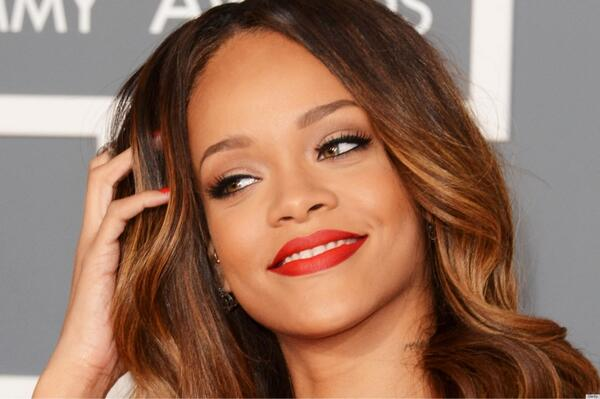 Cantantes que triunfarán en 2014 con sus nuevos temas: http://t.co/zEcKmEAsWm Rihanna y U2 encabezan la lista http://t.co/Vl3dDTVpjZ