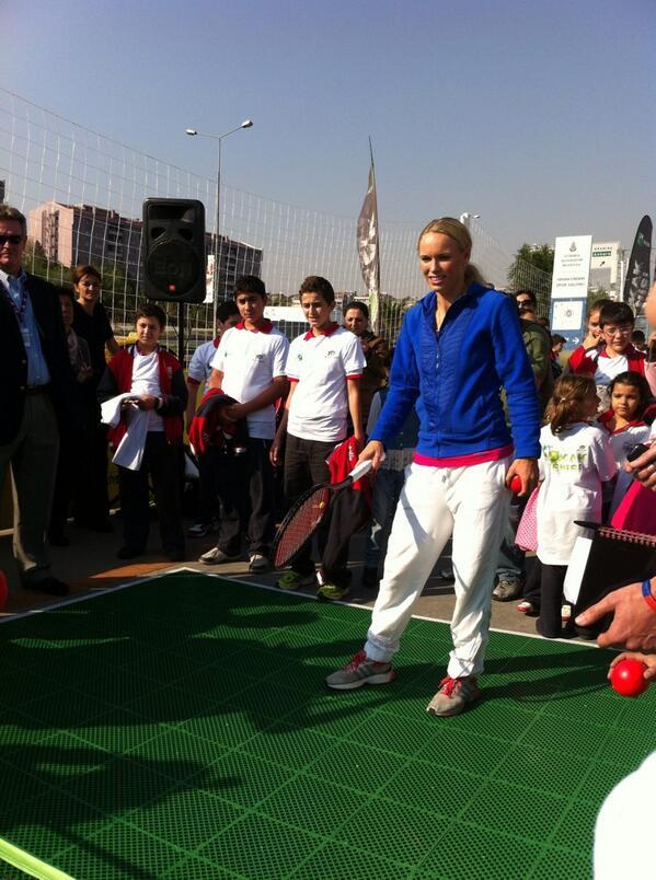 merve duysak (@merveduysak): Caroline Wozniacki Sinan Erdem'de #tennis #CarolineWozniacki #TEB #WTAChampionsipsİstanbul http://t.co/jWLwHxKWBU