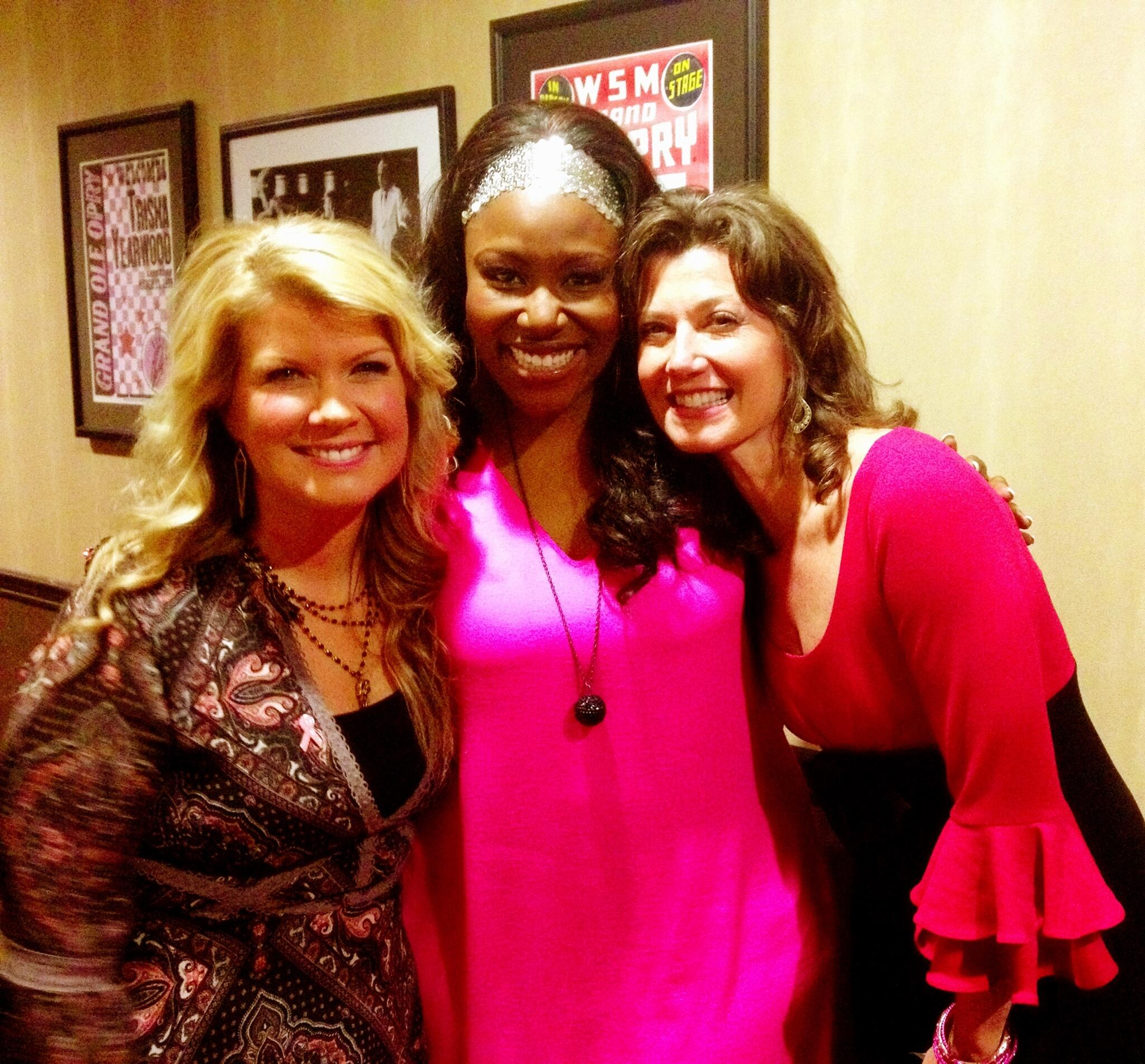 Look! I'm in a #GrantSandwich! LOL! Loved being w/ my #CCMsistas @NatalieGrant & @AmyGrant for #OpryGoesPink tonight! http://t.co/ty897wDyxt