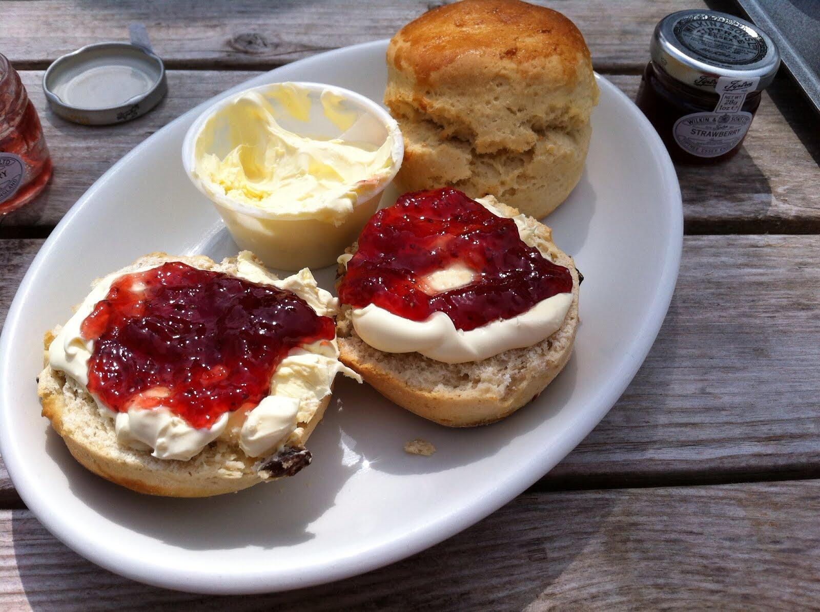 Shortly after this I was in a cafe where I asked for a cream tea which in the South is this - http://t.co/0E40ipr1mX