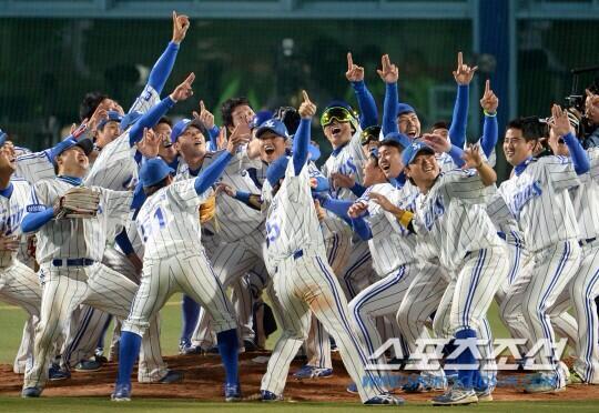 한국 시리즈 우승! 3연패했습니다! http://t.co/QBzamwBvpX
