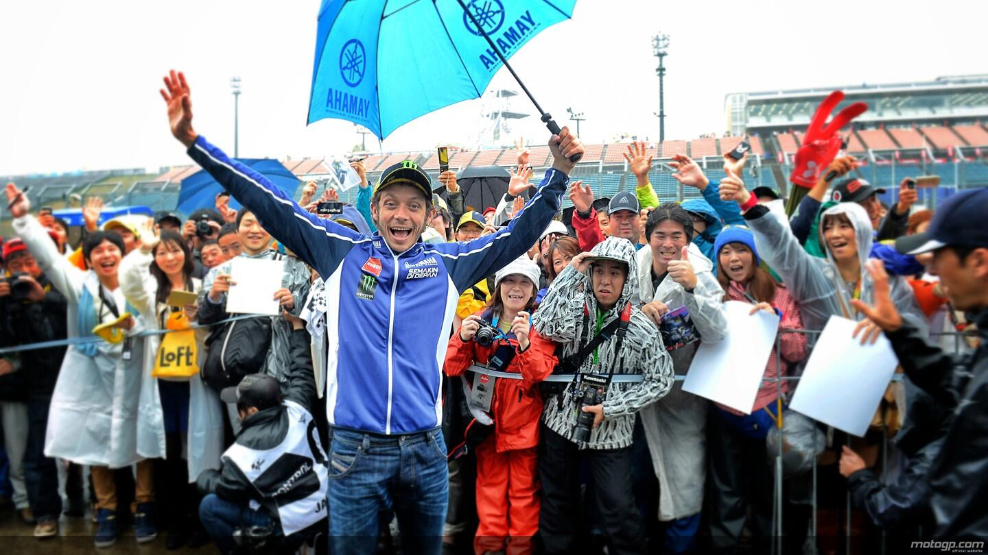 #MotoGP You can always count on this man to raise a smile whatever the weather! @ValeYellow46 http://t.co/Cz3dfjSY3A
