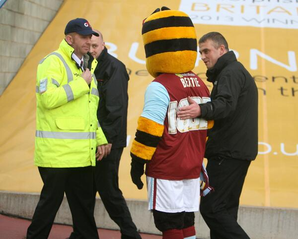 BXhSHorCYAIxA6L Insane Picture! Burnley mascot Bertie Bee snapped in a cell after he was sent off for handing the lino glasses