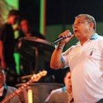 RT @EsMaracaibo: ♫ Rompo a llorar y gran emoción me queda / Cuando Ricardo cepeda te canta frente al altar♫ http://t.co/zHzeZ8quwV #Bajada2014