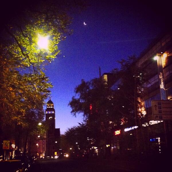 RT @Andgispert: La Luna al amanecer hoy en Berlín, Alemania http://t.co/xMXf5tPgD6