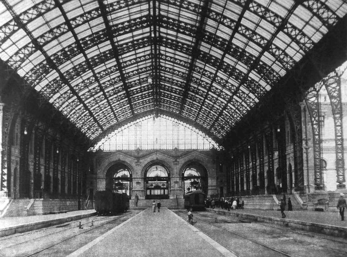 Interior de la Estación Mapocho de Santiago en 1915. @EstacionMapocho @sebastian_gray @CirculoArq @ramonllao http://t.co/xafetZ1Fw3