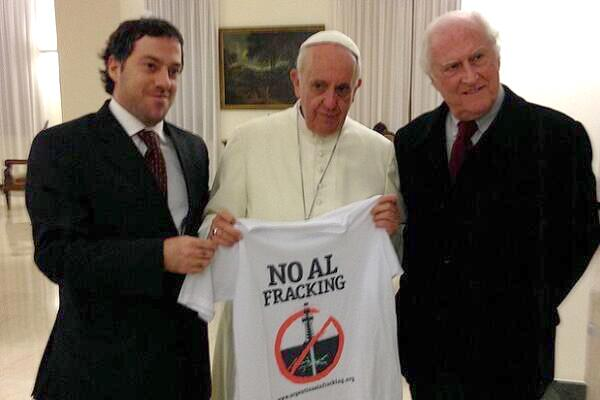 RT @other98: Nov 11 at the Vatican w Argentinean activist/filmaker Pino Solanas, @Pontifex says no to #fracking: http://t.co/gYbKXSZjXN  via @AndreaLeon