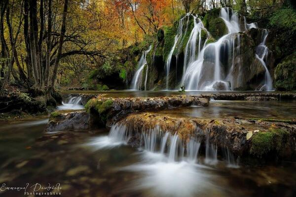"""RT @lbpaints: So peaceful..""""@SuzanneLepage1 Dream of the fall. France! http://t.co/3GOozaU6CA"""