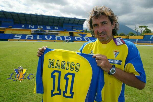 Simplemente el mago el mejor jugador de el Salvador #SoyFanDelMagico orgullo salvadoreño http://t.co/ED0Lc7bF1N