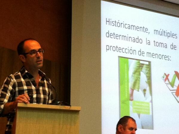 """.@molinafacio presentando el instrumento de valoración """"VALÓRAME"""" haciendo ref. a los 1os pasos #InnovaciónInfancia http://t.co/U1vMUvhnY8"""