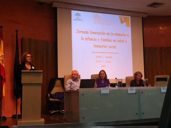 """Isabel Escalona mientras nos hablaba del Proyecto """"Red Dédalo"""" #InnovaciónInfancia http://t.co/N1bdCdb4ju"""