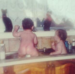 Even as a baby luke always had his ass out http://t.co/LLRyEbh22j