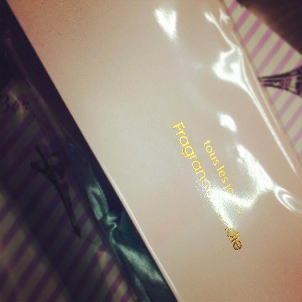 まえのんからのプレゼント。 アロマキャンドルのセット。ほんとに欲しかったんだあ.°(ಗдಗ。)°. 覚えていてくれてありがとう^ ^ http://t.co/nQOoGTYQKw