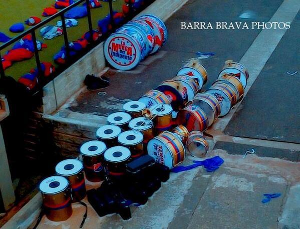 RT @barrabravphotos: Bombos de la Rexixtenxia Norte [Independiente Medellin] http://t.co/OaeGa6KLzI