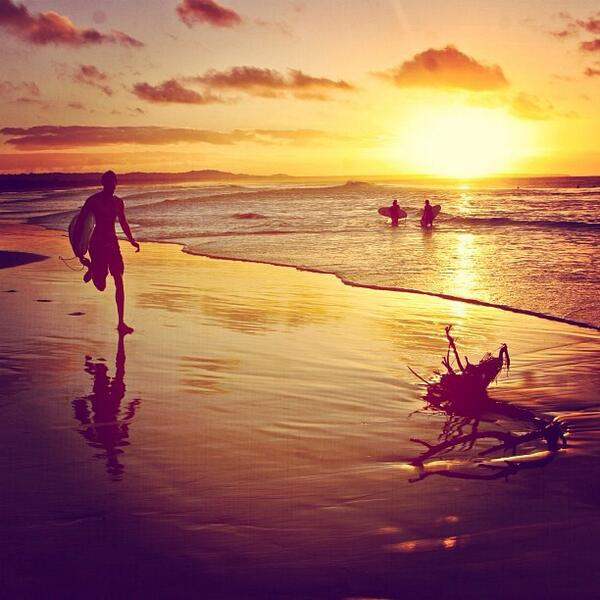 Can't wait to surf with @benmaverick on #StradbrokeIsland, #QLD before the sun sets (via IG). http://t.co/tAwMVvH8U3