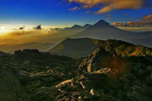 RT @_Paisajes_: Impresionante vista de los volcanes de Guatemala desde la cima de El Pacaya, en Escuintla. Guatemala http://t.co/gQhudTt4tF