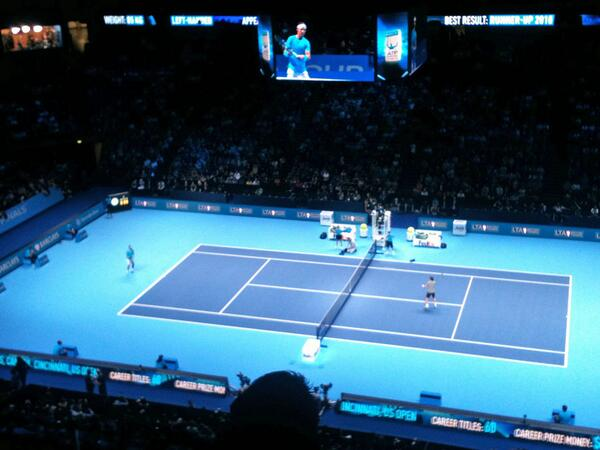 Big cheer when Andy Murray popped up on the big screen. Bigger cheers when Rafael Nadal appeared #ATP #FinalShowdown http://t.co/yueKYcx5Wz
