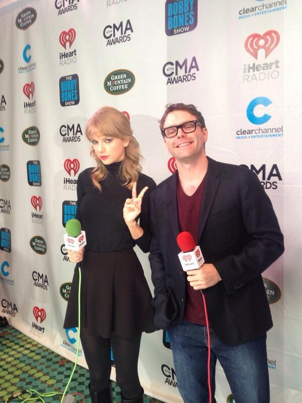 Bobby Bones (@mrBobbyBones): So @taylorswift13 gives the peace sign http://t.co/oKU6y4Xu7h