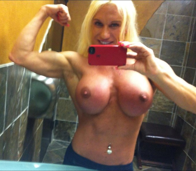 Btw here is my #tittietuesday pic for you guys #enjoy http://t.co/HNbiiNddZW