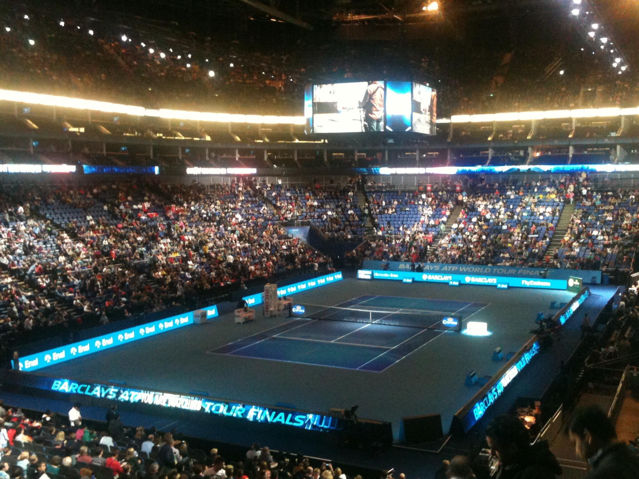 Atmosphere building for @rogerfederer v @DjokerNole at #ATP World Tour Finals. Who are you backing? #FinalShowdown http://t.co/Hs6Z0Fnx7M