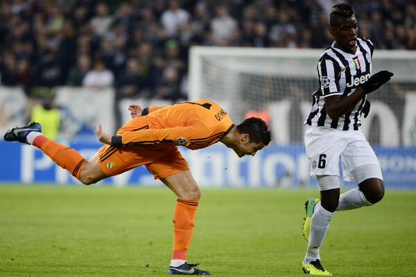 That's one way to stop Paul Pogba, Cristiano... http://t.co/9sC74m9QDU